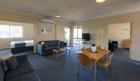 Poolside accommodation Busselton